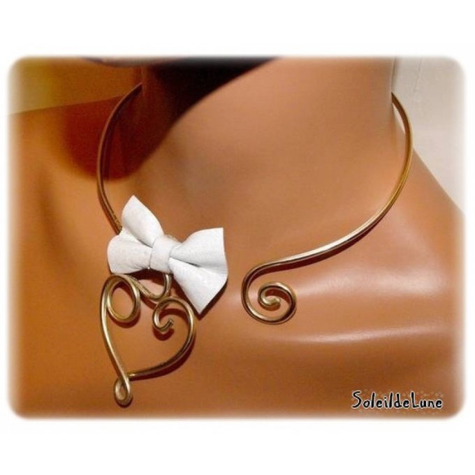 Collier mariage glamour Coeur et noeud cuir blanc ivoire